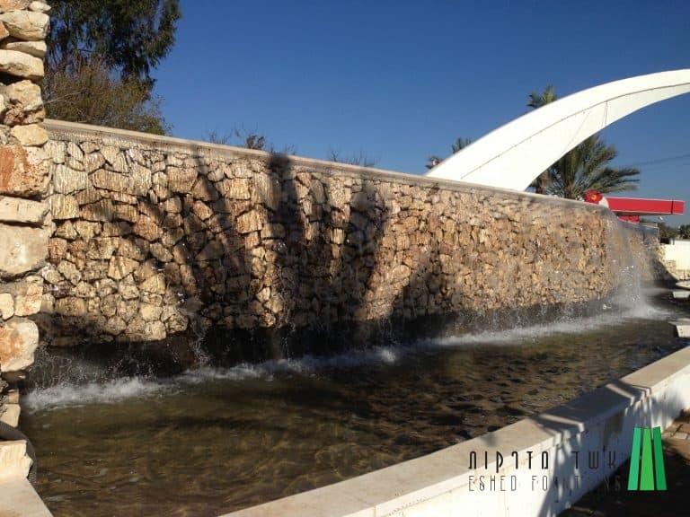מפל-מים-בכניסה-לעיר221